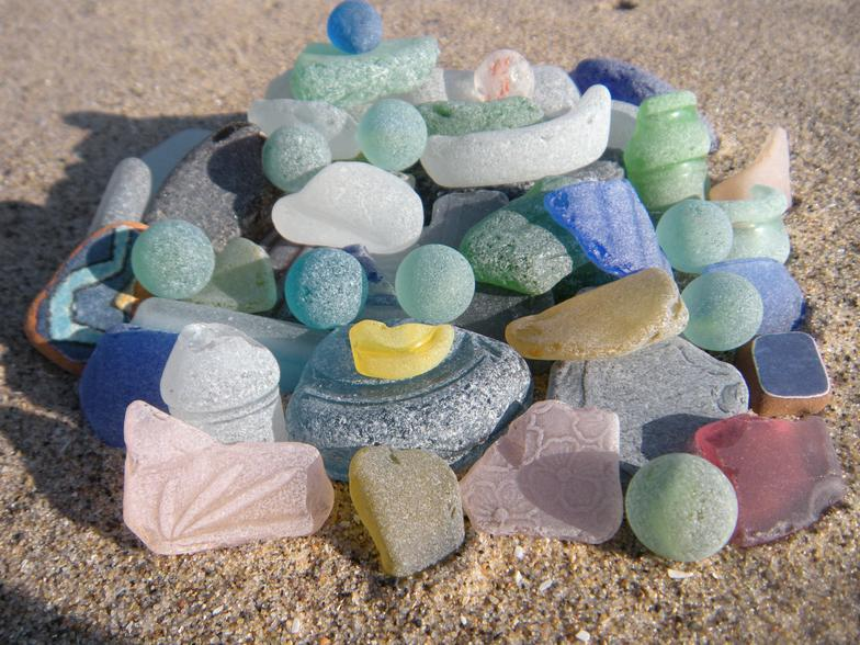 lake michigan beach glass-sea glass, beach glass, marbles, cobalt, pink, cornflower, sand, green, brown, grey, beach, beaches, sand, water, glass, sea glass, beach glass, tropical, coastal, coastal decor, nautical decor, art, collection, beach walking, beachcombing, Sturgeon Bay, Wisconsin, Lake Michigan, Michigan, Great Lakes, Florida, Florida Bay, Florida Keys, Key Largo, Tavernier, Mexico, travel, boating, surf, sun, fun, white, blue, green, brown, aqua, colors